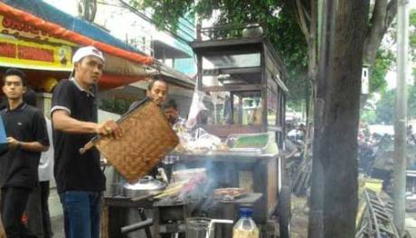 Bom Sarinah Tak Usik penjual Sate dan Kopi disekitar TKP, Laris Manis pertamax7.com
