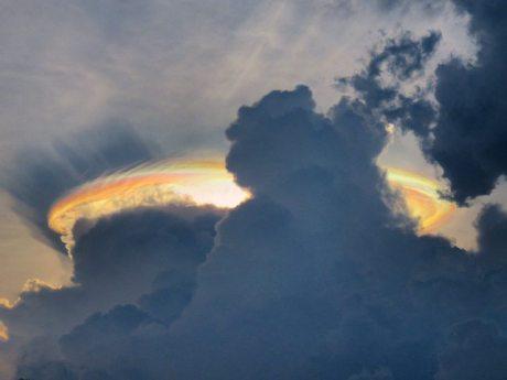 Fenomena Langit Seperti UFO di Ngawi ini menggegerkan [ plus video ] pertamax7.com