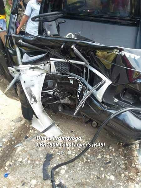 Kecelakaan-Honda-CBR100RR-Fireblade-VS-Suzuki-Carry-Di-Madura,-Pengemudi-Motor-Selamat-Sopir-Mobil-Terjepit-pertamax7.com-