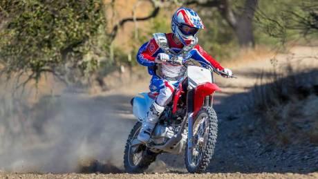 Kenalan Dengan Honda CRF150F, Motor Khusus Off-Road Bermesin Mirip New Megapro Musuhnya Kawasaki KLX 140 Nih 01 Pertamax7.com