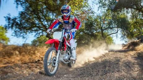 Kenalan Dengan Honda CRF150F, Motor Khusus Off-Road Bermesin Mirip New Megapro Musuhnya Kawasaki KLX 140 Nih 02 Pertamax7.com