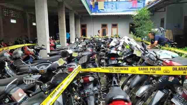 Polres Ponorogo Bersama Polres Megetan Ungkap Jaringan Curanmor, 168 Motor 54 Mobil Dan 8 Truk Diamankan Di Sebuah Gudang 05 Pertamax7.com