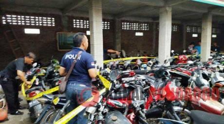 Polres Ponorogo Bersama Polres Megetan Ungkap Jaringan Curanmor, 168 Motor 54 Mobil Dan 8 Truk Diamankan Di Sebuah Gudang 08 Pertamax7.com